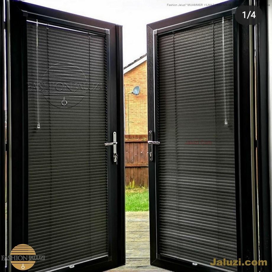 cam üstü jaluzi perde pencere pimapen üstünde üzerine sabitli ipli zıgıl zıgıllı zigil ipli zincirli düğmeli motorlu 25mm 50mm ahşap metal alüminyum jaluzi pvc pencere (19)
