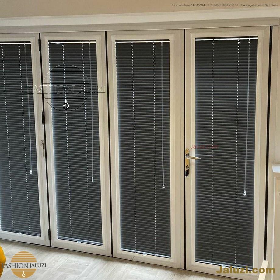 cam üstü jaluzi perde pencere pimapen üstünde üzerine sabitli ipli zıgıl zıgıllı zigil ipli zincirli düğmeli motorlu 25mm 50mm ahşap metal alüminyum jaluzi pvc pencere (44)