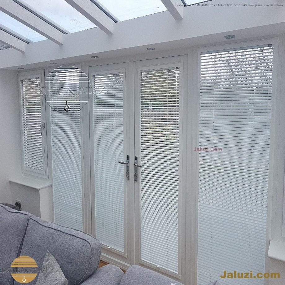 cam üstü jaluzi perde pencere pimapen üstünde üzerine sabitli ipli zıgıl zıgıllı zigil ipli zincirli düğmeli motorlu 25mm 50mm ahşap metal alüminyum jaluzi pvc pencere (46)