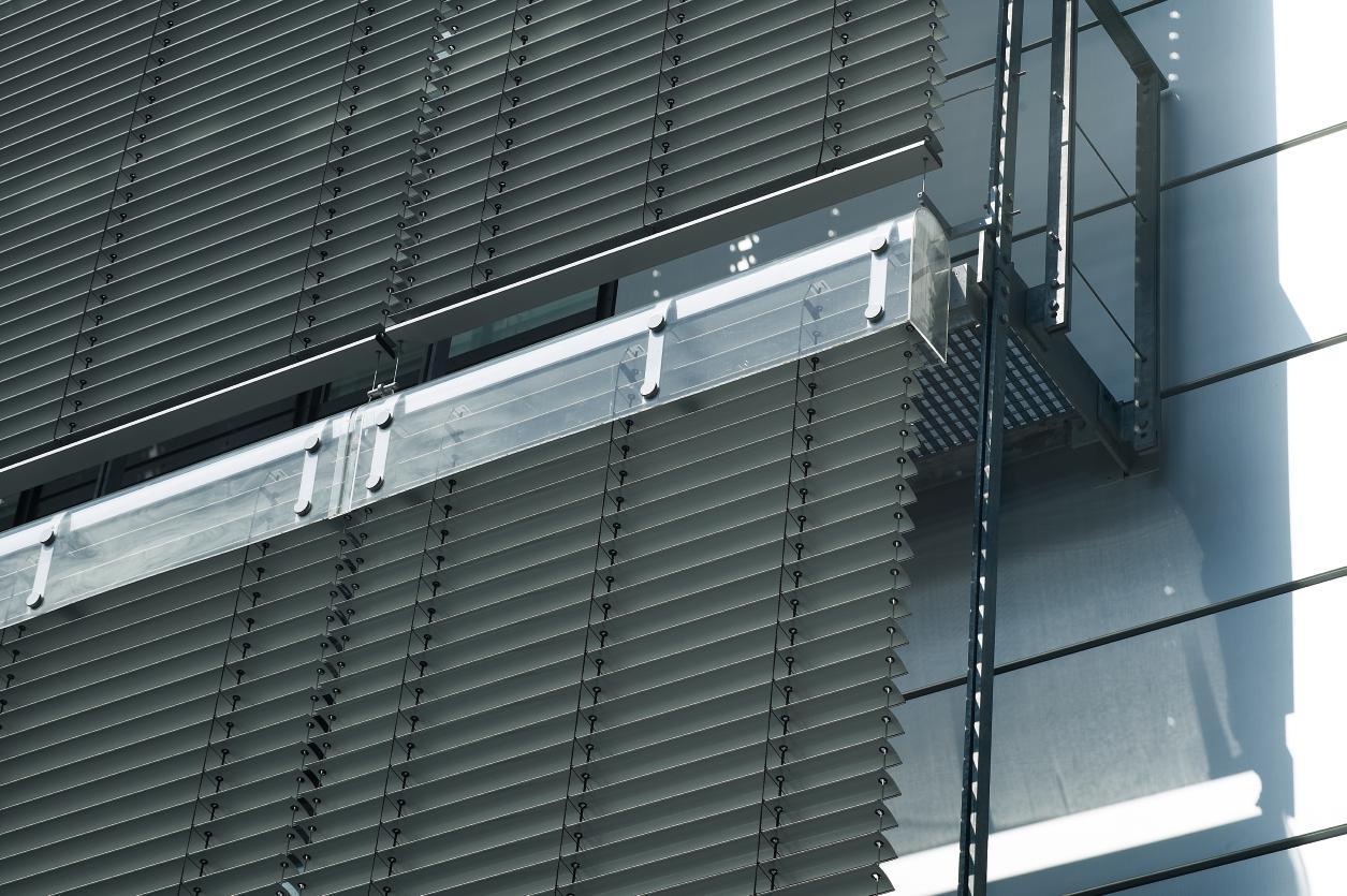 geniş enli ahşap lauzi 4m 5m 6m yüksek boy wide extra large wood blinds motorlu dev jumbo çok yüksek çok geniş boy (48)