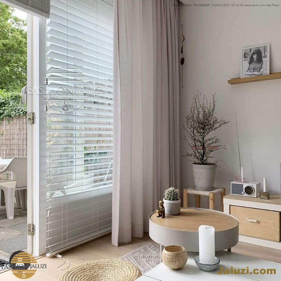 jaluzi ve fon perde kumaş perde ahşap jaluziler ve kanat fon drape eprdeler wood venetain blinds with drapery swag valance (6)
